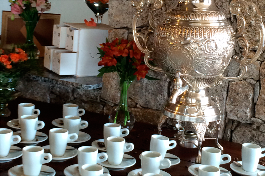 Cafés Chás e Licores